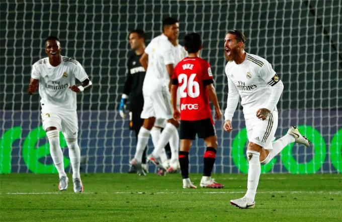 Ramos không chỉ biết ghi bàn từ chấm 11m hay đánh đầu.