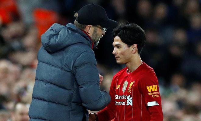 Minamino (phải) là tân binh đáng chú ý nhất của Liverpool trong vòng một năm qua. Ảnh: Reuters.