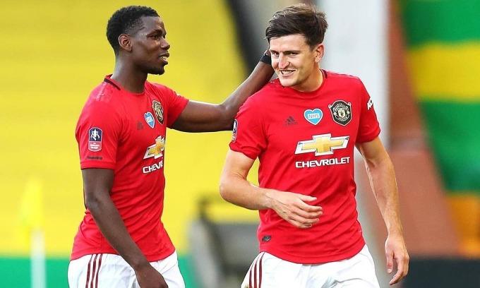 Maguire (phải) đưa Man Utd vào bán kết. Ảnh: PA.