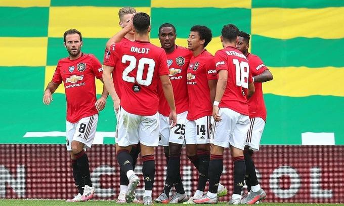 Man Utd vào bán kết Cup FA