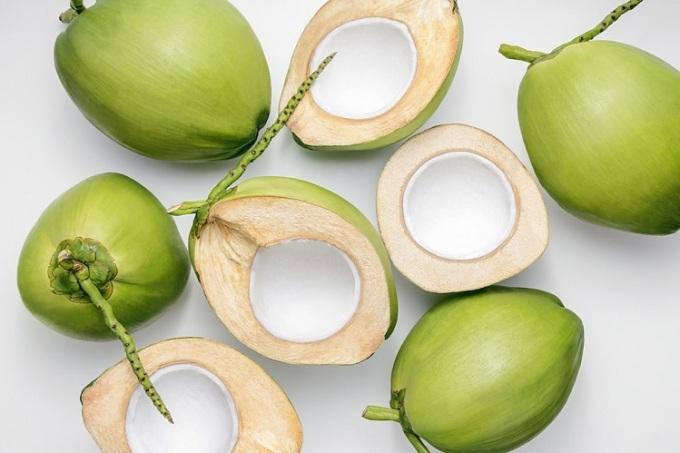 Nước dừa là một trong những nguồn thực phẩm chứa nhiều chất chống oxy hóa, vitamin, nước dừa còn bù nước cho cơ thể, điều chỉnh lượng đường và huyết áp. Ảnh: Thejakartapost.