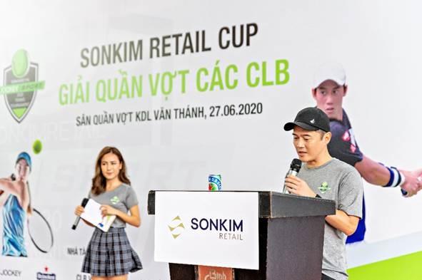 Ông Nguyễn Văn Phi, Tổng giám đốc Sơn Kim Retail, phát biểu tại lễ khai mạc.
