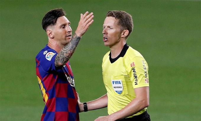 Tranh cãi mới về VAR chống lại Barca