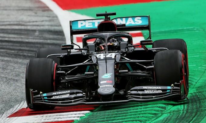 Mercedes áp đảo ngày F1 trở lại