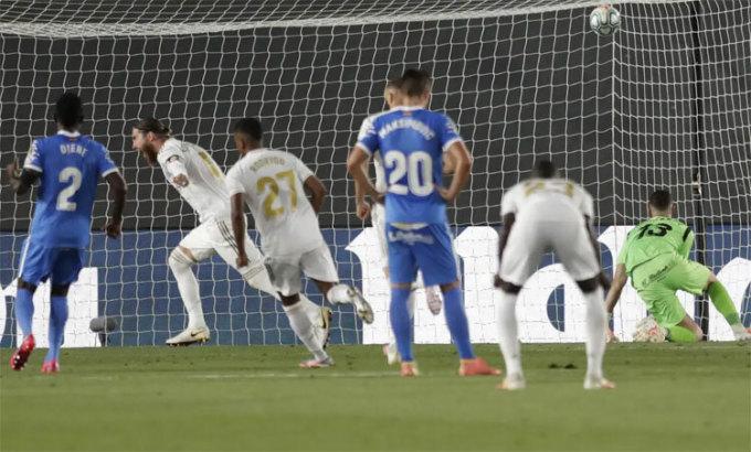 Ramos một lần nữa ghi bàn quan trọng cho Real.