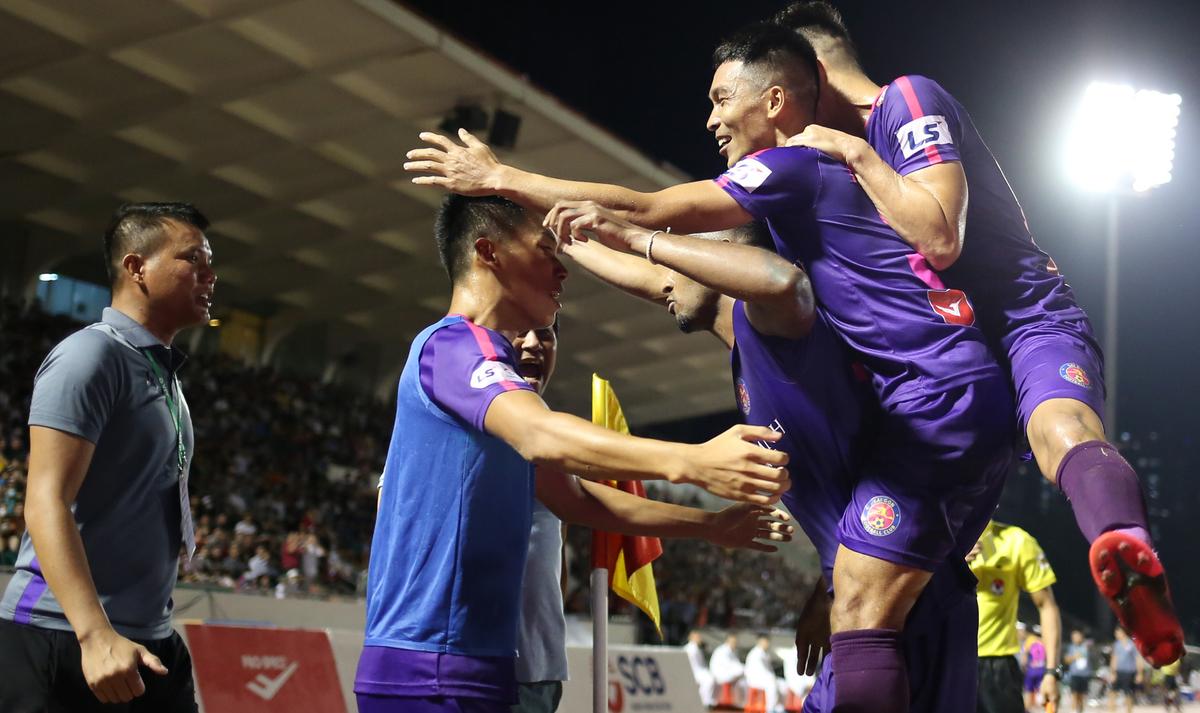 Sài Gòn FC lên đỉnh V-League - VnExpress