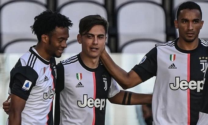 Dybala và Cuadrado lần lượt ghi bàn cho Juventus trong hiệp 1. Ảnh: Reuters.