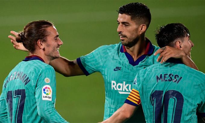 Với Messi lùi xuống chơi như một hộ công ở trung lộ, Griezmann có đất để diễn và toả sáng, trong khi Suarez vẫn giữ được sự lợi hại.