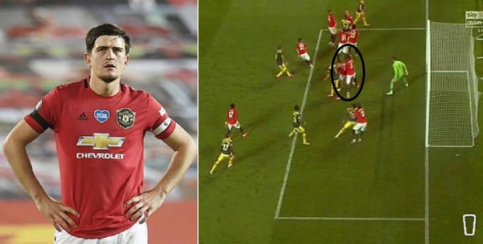 ... để bóng lọt ra phía sau, và cầu thủ Southampton tận dụng thời cơ gỡ hòa 2-2.