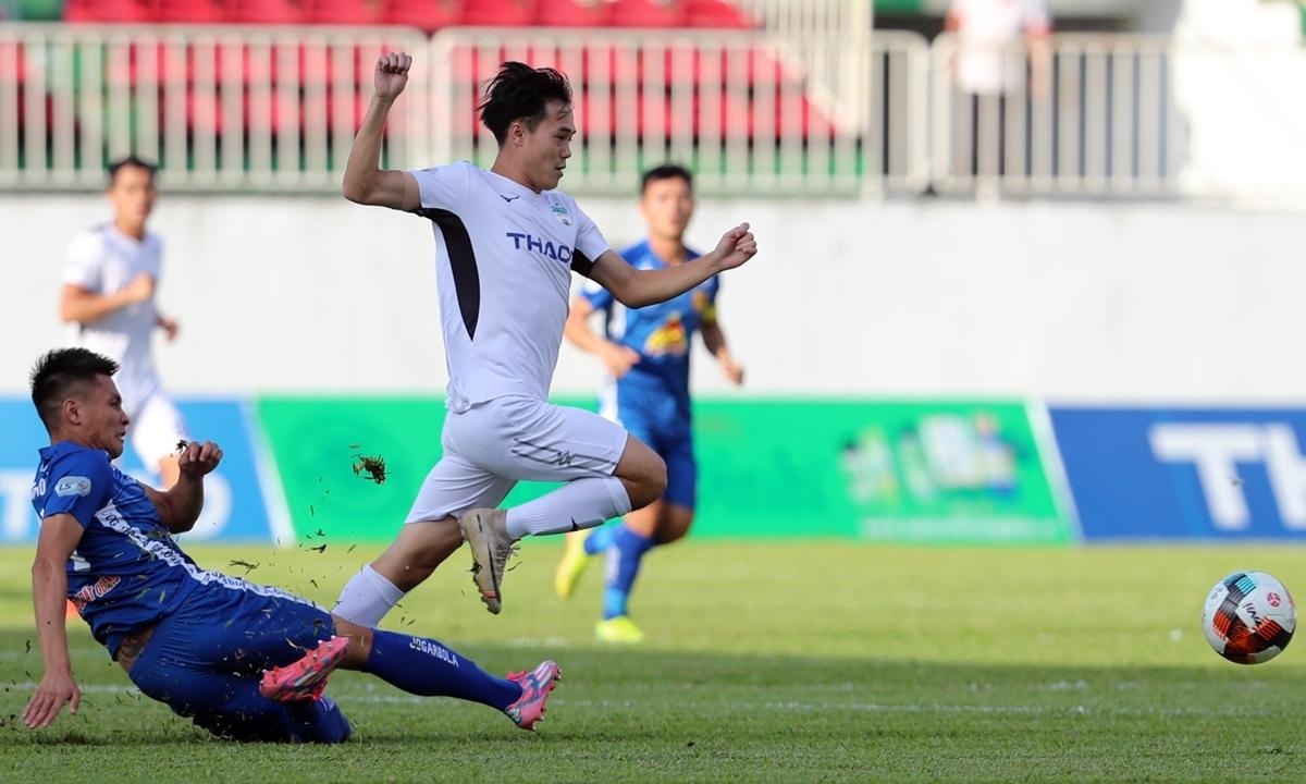 Văn Thanh xúc động khi ghi bàn đầu tiên ở V-League