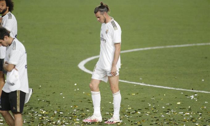 Bale lạc lõng trong lễ mừng chức vô địch La Liga. Ảnh: Marca.