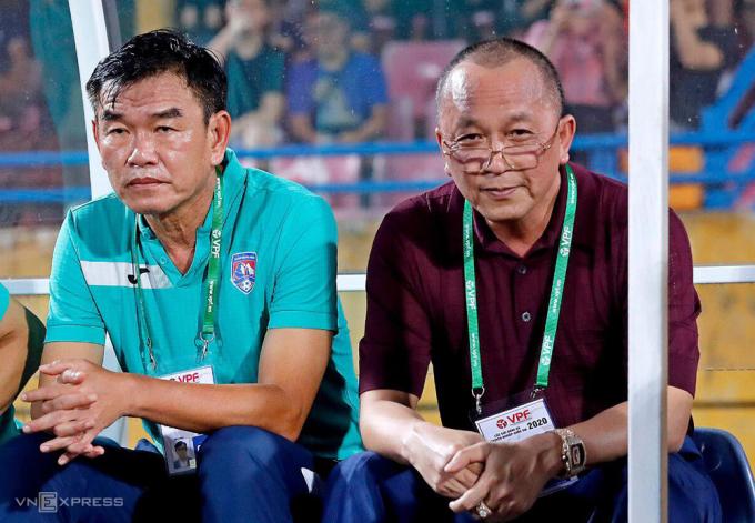 Chủ tịch Phạm Thanh Hùng (phải) phủ nhận dị nghị đưa người đi cứu Hải Phòng.