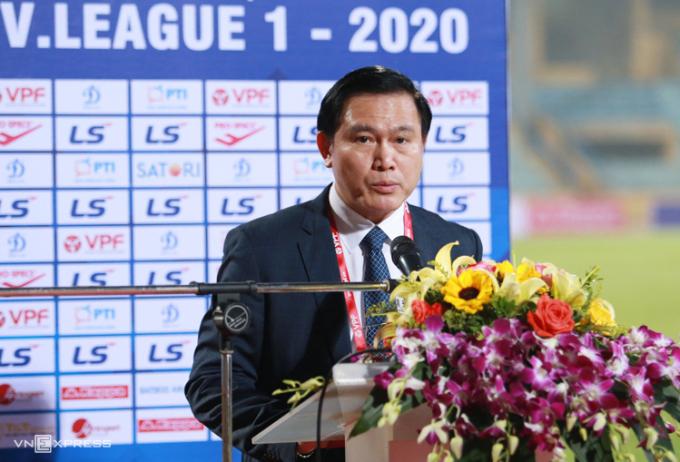 Ông Trần Anh Tú cho rằng các đội bóng cần kiên nhẫn, chờ theo dõi diễn biến của Covid-19, tránh vội vàng quyết định về V-League. Ảnh: Lâm Thoả