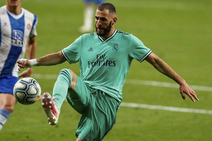Benzema góp công lớn giúp Real lần thứ 34 vô địch La Liga. Ảnh: AP.