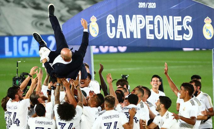 Real đăng quang sau cú nước rút thắng 10 trong 11 trận cuối. Ảnh: Reuters.