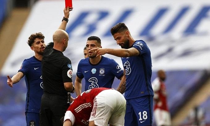 Kovacic đã phản ứng gay gắt khi bị trọng tài đuổi khỏi sân. Ảnh: Reuters.