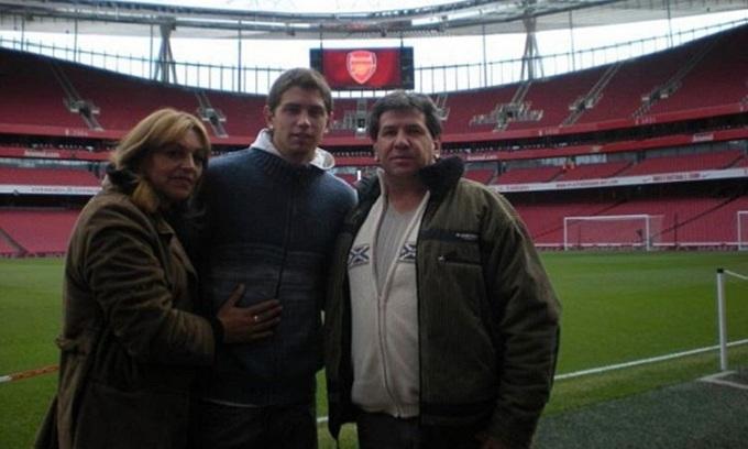 Martinez gia nhập Arsenal khi mới 17 tuổi. Anh đang là cầu thủ phụng sự CLB lâu nhất trong đội hình Pháo thủ. Ảnh: Instagram.