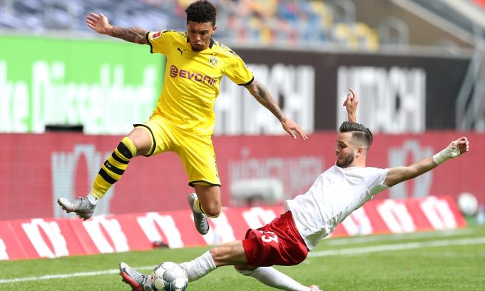 Sancho thăng tiến vượt bậc và chỉ mất đúng một năm để giành suất đá chính ở đội một Dortmund. Ảnh: VCG.