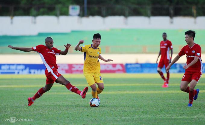 SLNA đang đứng thứ 11 tại V-League 2020, với 12 điểm sau 11 vòng.