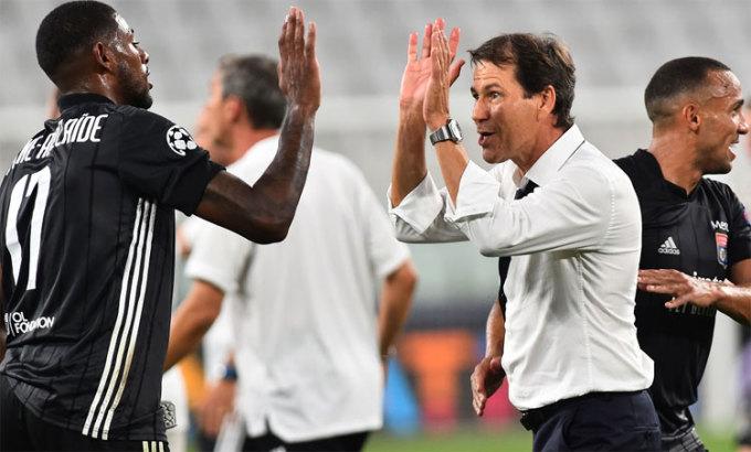 HLV Garcia làm nên điều kỳ diệu cho Lyon. Ảnh: Reuters.