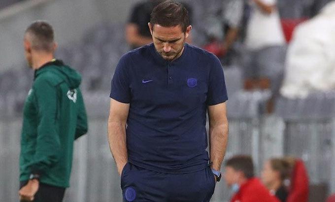 Lampard để thua đậm trong cả hai trận đấu với Bayern. Ảnh: Reuters.