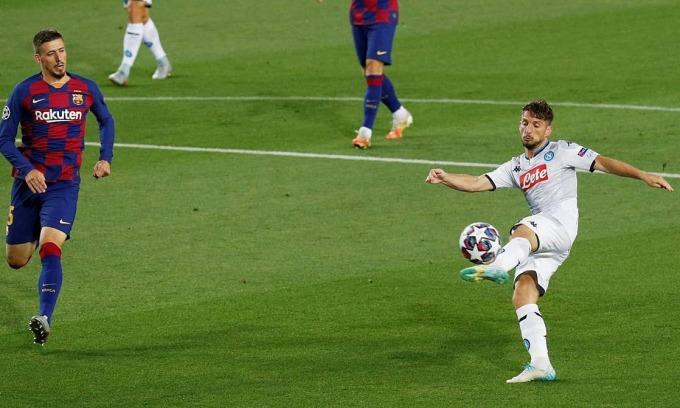 Mertens bỏ lỡ cơ hội ngay phút thứ hai. Ảnh: Reuters.