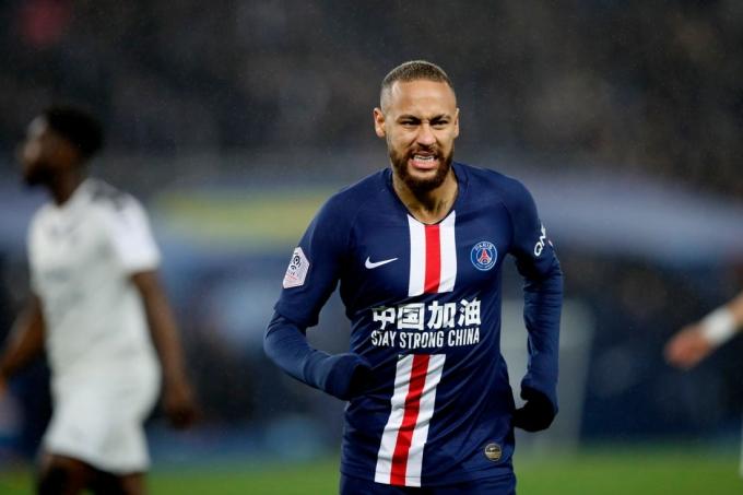Neymar lĩnh 815.000 USD mỗi tuần. Ảnh: AP.