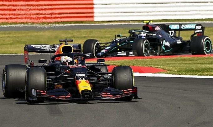 Chiếc xe số 33 của Verstappen vẫn đang là niềm kỳ vọng duy nhất của F1 trong nỗ lực cạnh tranh với Mercedes. Ảnh: XPB.