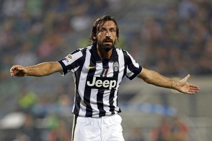 Juventus từng hồi sinh sau Calciopoli nhờ chiêu mộ Pirlo dưới dạng tự do vào hè 2011. Họ trở lại số một Italy ngay mùa đầu tiên có Pirlo, và giờ muốn điều tương tự khi bổ nhiệm ông làm HLV. Ảnh: Reuters.