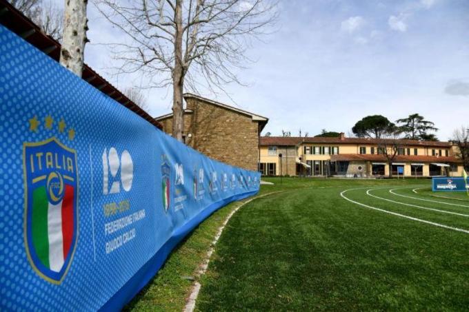Trung tâm Coverciano là một tổ hợp cổ kính, nhưng hiện đại, tách khỏi sự xô bồ của đời sống thường nhật, để các học viên tu luyện với mục tiêu làm HLV bóng đá nhà nghề.