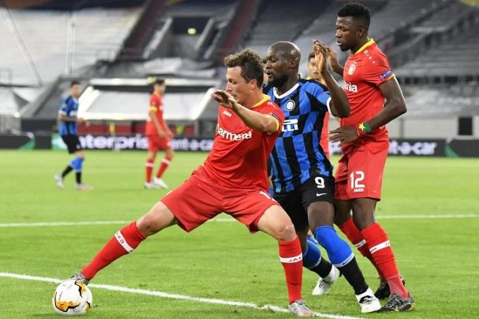 Lukaku là hung thần đối với hàng thủ Leverkusen. Ảnh: Reuters.