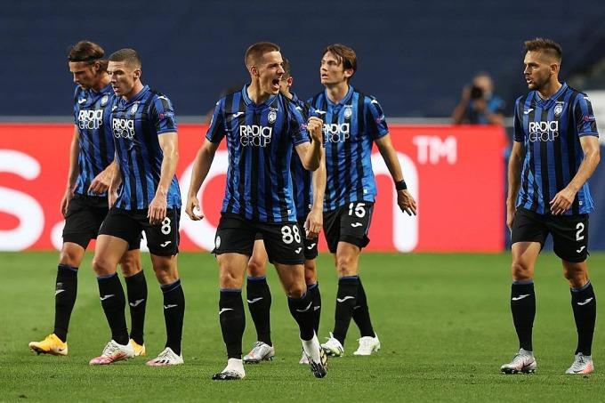 Pasalic (số 88) mừng bàn thắng mở tỷ số cùng đồng đội. Ảnh: Reuters.