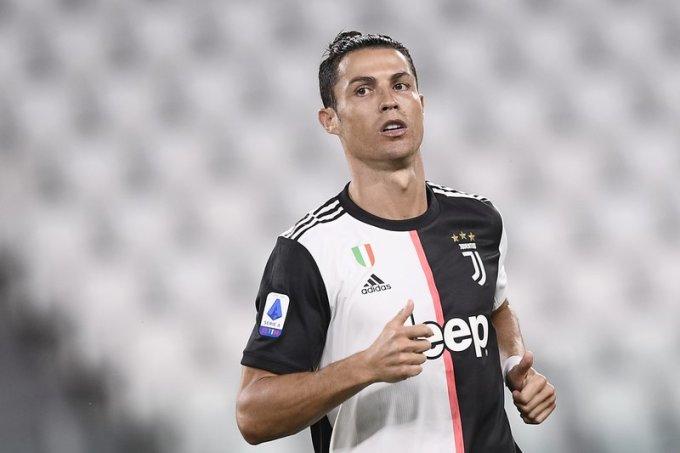 Ronaldo ghi 37 bàn cho Juventus mùa vừa qua. Ảnh: AP.