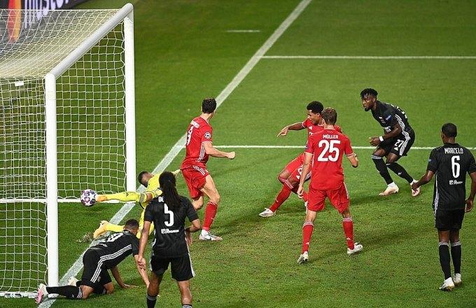 Hai khoảnh khắc tỏa sáng của Gnabry giúp Bayern khoan thủng hàng thủ Lyon. Ảnh: UEFA.