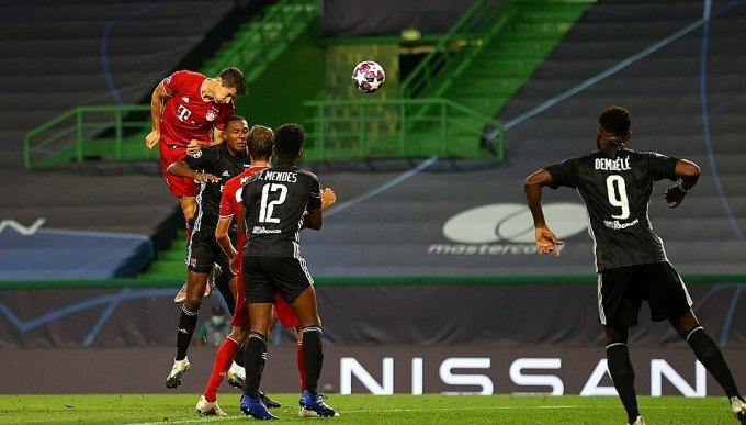 Lewandoski đánh đầu ấn định chiến thắng 3-0 cho Bayern. Ảnh: UEFA.