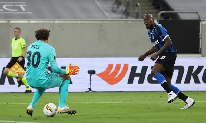 Cú đúp trong trận bán kết thắng Sevilla hôm 17/8 giúp Lukaku có 33 bàn qua 50 trận chinh chiến cùng Inter mùa này. Ảnh: AFP