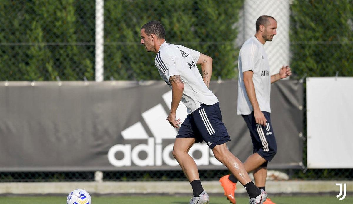 Ronaldo tập buổi đầu với tân HLV Pirlo