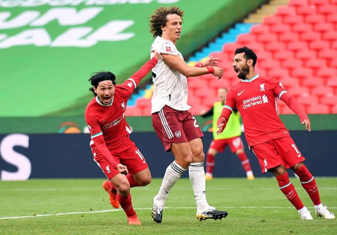 Minamino (trái) ghi bàn sau 14 phút vào sân. Ảnh: PA.