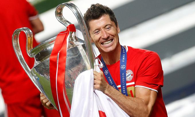 Lewandowski là Vua phá lưới Champions League, Bundesliga và Cup Quốc gia Đức mùa vừa qua. Ảnh: Reuters