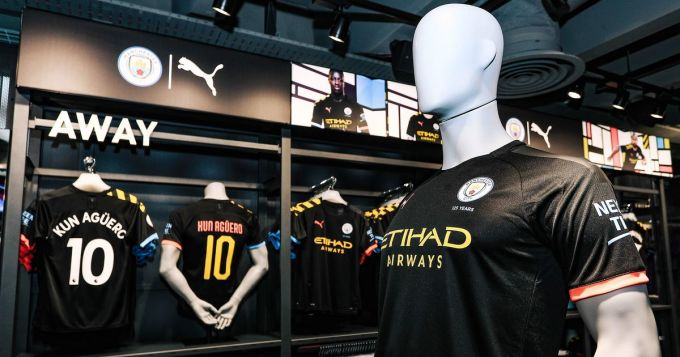 Man City có thể không phải chia tiền từ doanh thu áo đấu cho Messi, vì đã bán trọn gói mảng này cho Puma. Ảnh: MEN