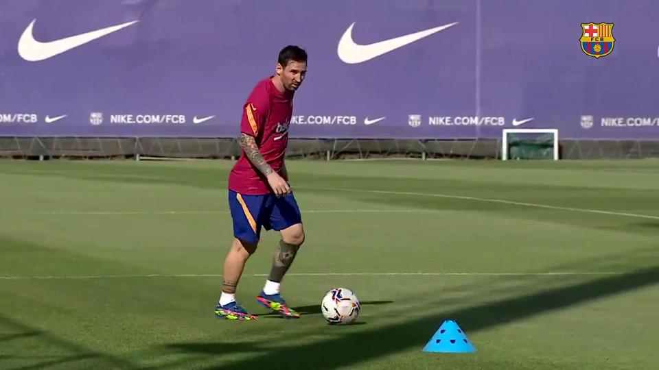 Messi tập buổi đầu tiên