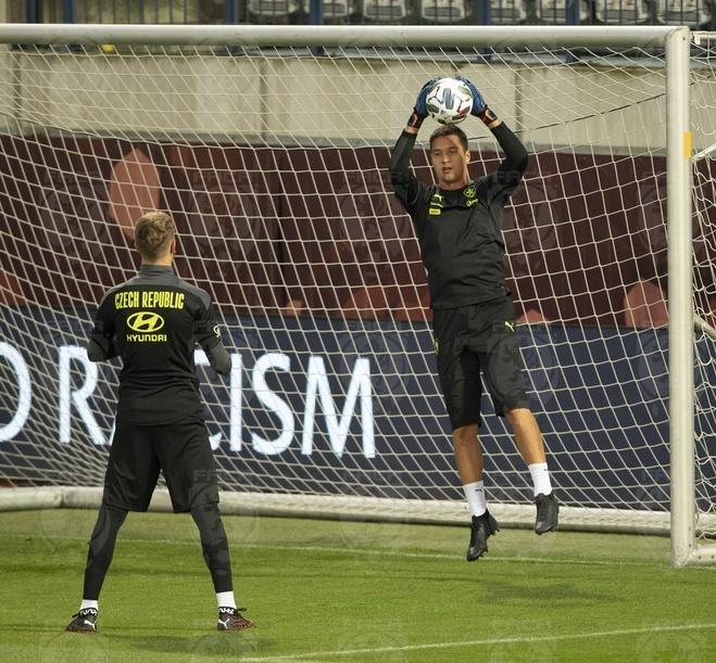 Filip Nguyễn trên sân tập của đội tuyển Czech.