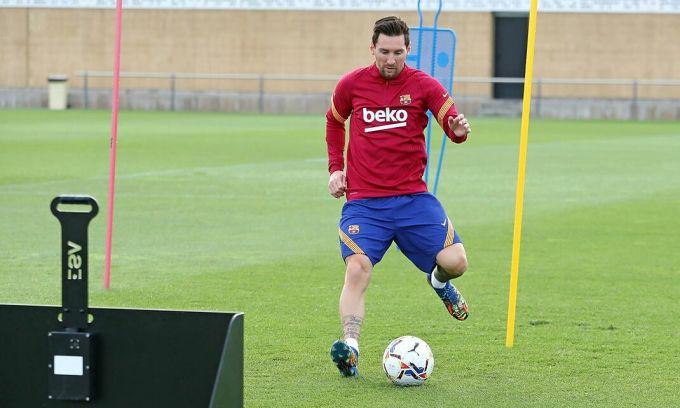 Messi ngày thứ hai liên tiếp đến tập sớm nhất ở Barca. Ảnh: FCB