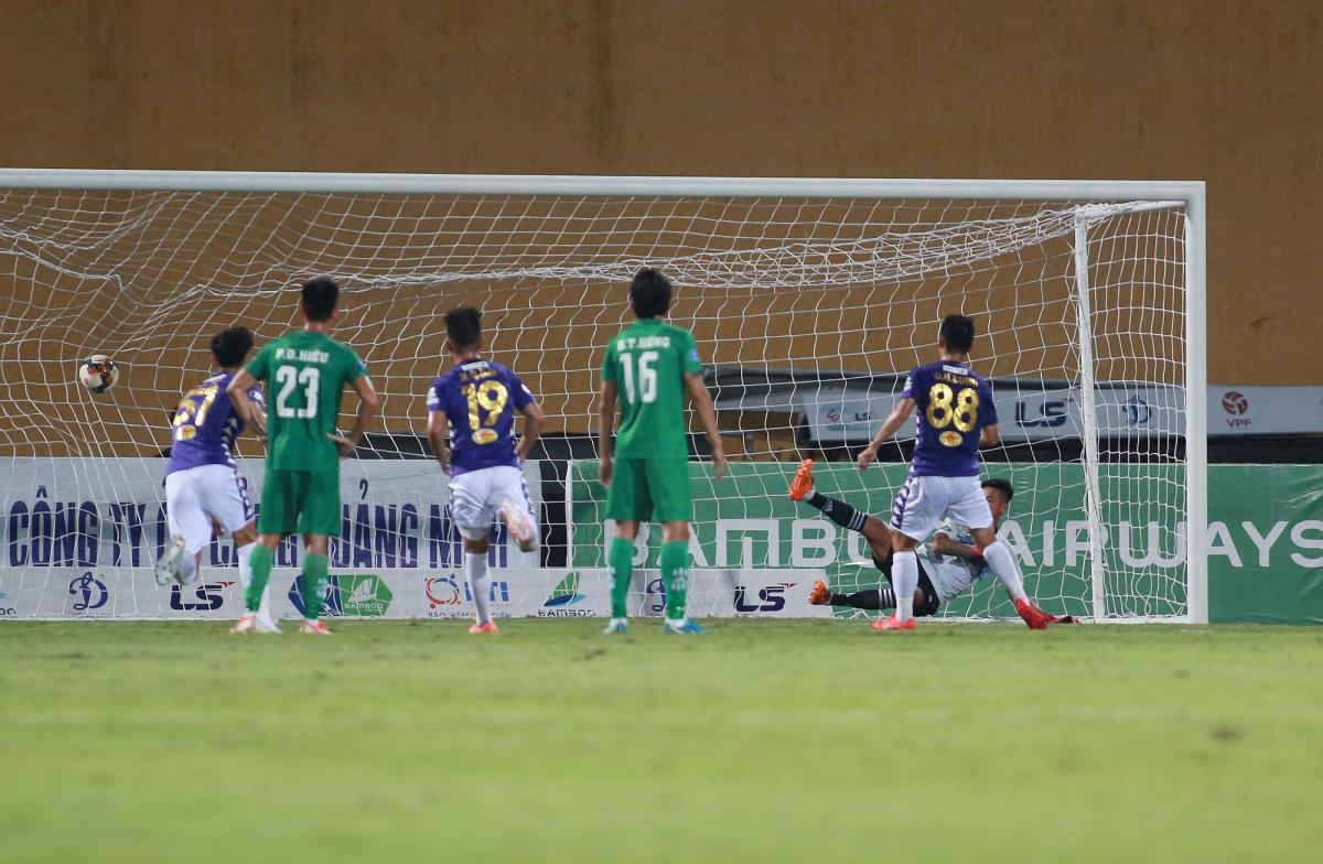 Quang Hải lần đầu ghi bàn sau chín tháng