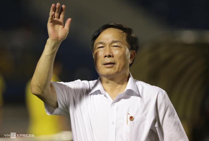 Bầu Đệ từng gây chấn động với tuyên bố bỏ V-League 2020, sau đó đổi ý chơi lại.