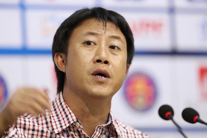 HLV Nguyễn Thành Công quyết định chia tay Thanh Hoá khi bị can thiệp thô bạo vào chuyên môn. Ảnh: Đức Đồng