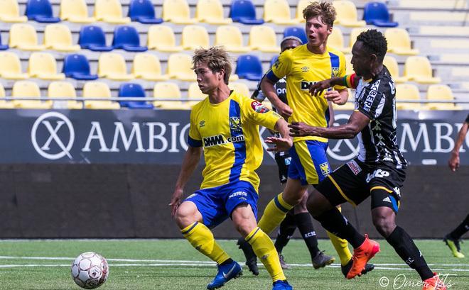 Công Phượng trong màu áo CLB Sint-Truiden năm 2019. Ảnh: Sint-Truiden FC.