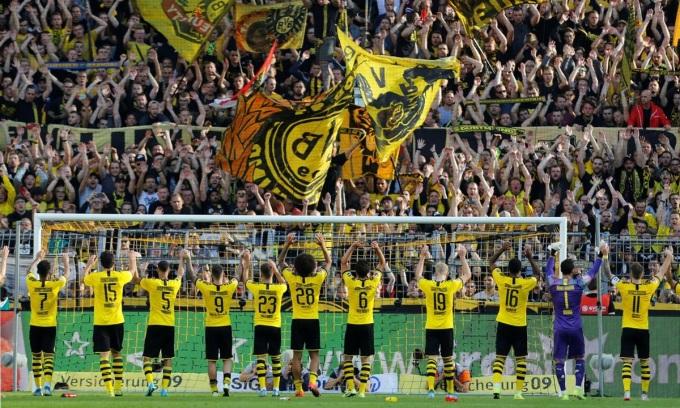 Sân Signal Iduna Park của Dortmund nổi tiếng với sự cuồng nhiệt của khán giả. Ảnh: Reuters.