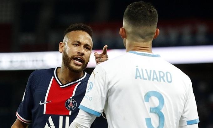 Neymar buộc tội Gonzalez phân biệt chủng tộc đối với anh. Ảnh: Reuters.