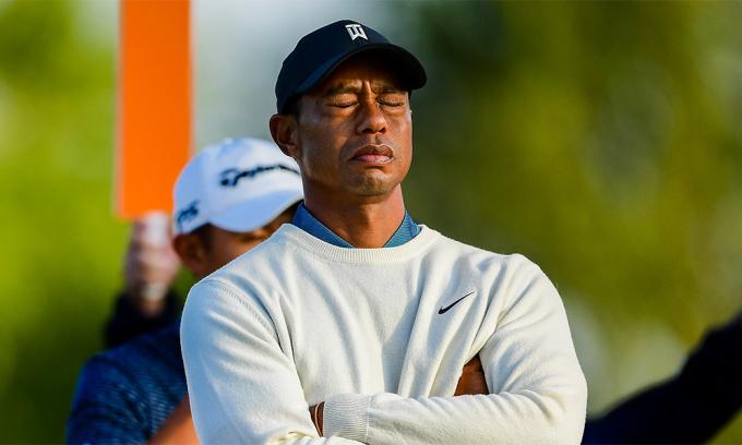 Tiger Woods trong lúc chờ phát bóng ở hố sáu vòng hai US Open trên sân Winged Foot hôm 18/9/2020. Ảnh: USGA